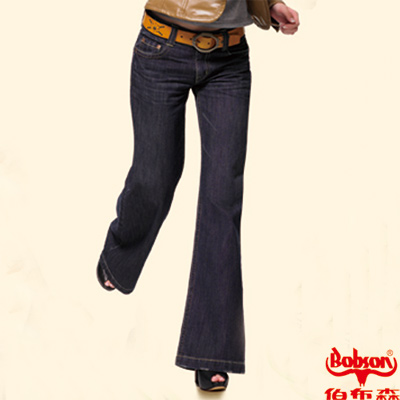 【BOBSON】女款寬潮作低腰大喇叭牛仔褲(藍53)