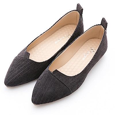 River&Moon韓版燈芯絨造型剪裁素面尖頭鞋-黑