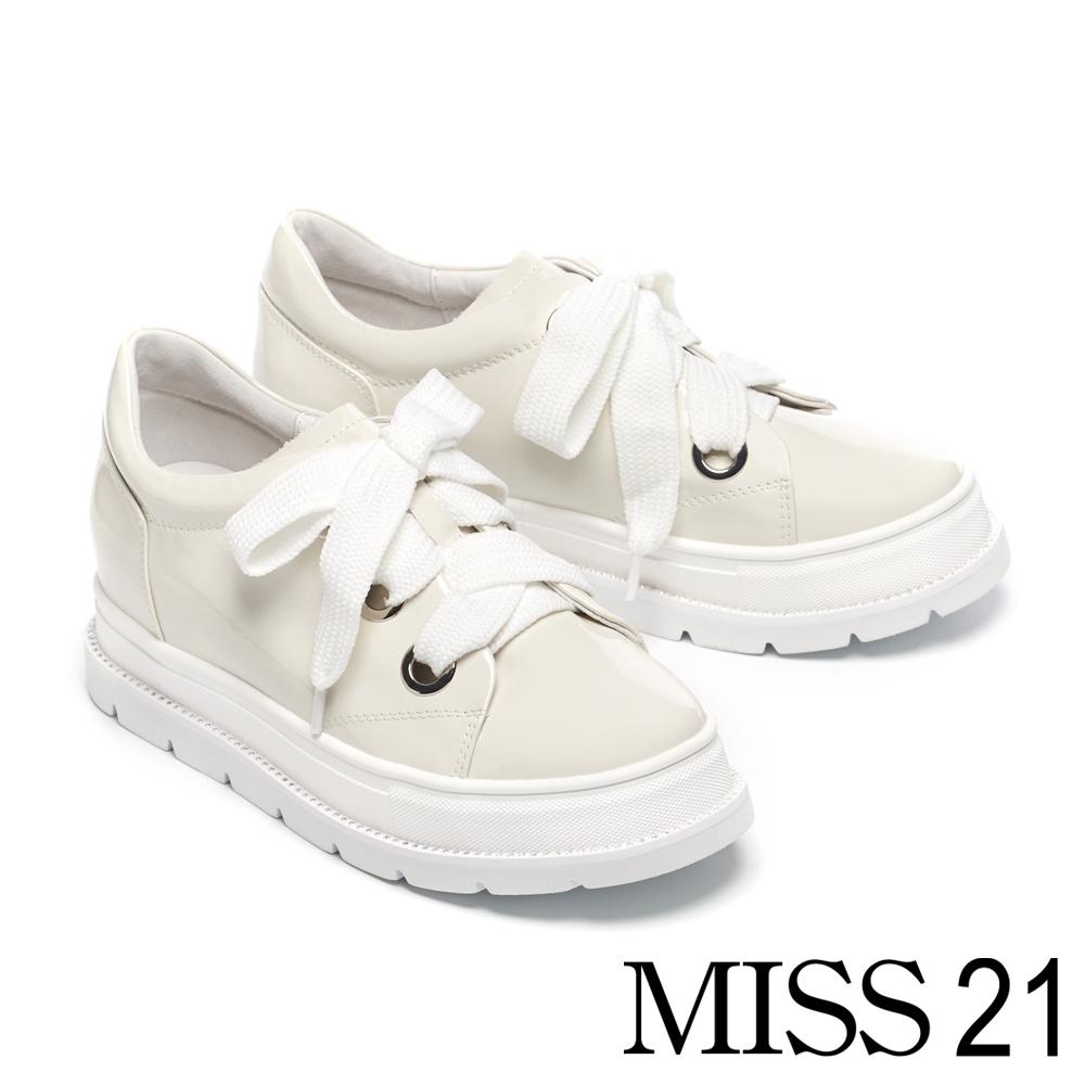 休閒鞋 MISS 21 極簡純色可替式鞋帶設計全真皮厚底休閒鞋-白