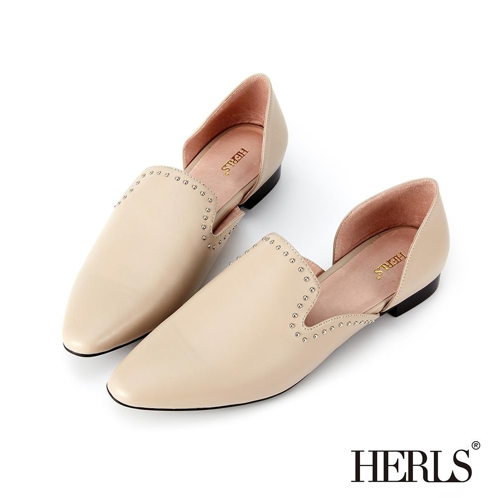 HERLS 全真皮鉚釘滾邊鏤空尖頭低跟鞋-米色