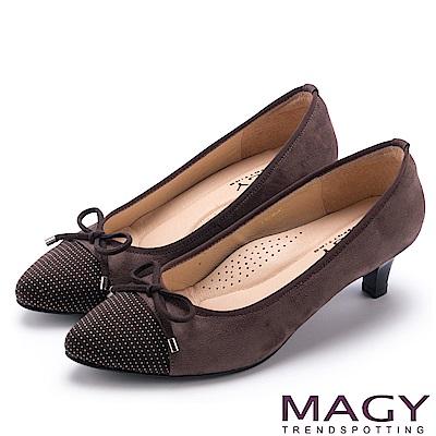 MAGY 氣質首選 點點布面百搭中跟鞋-咖啡