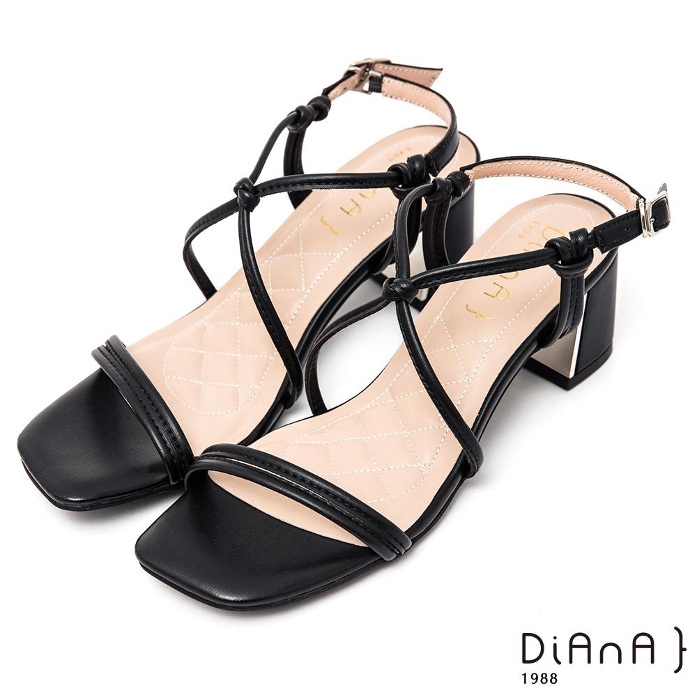 DIANA俐落時尚6公分方頭S勾繫帶粗跟涼鞋-性感魅力–黑