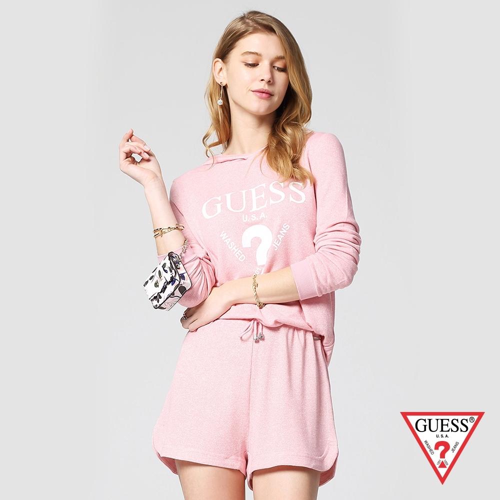GUESS-女裝-經典倒三角logo休閒帽T短褲套裝-粉 原價2990