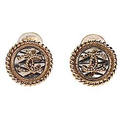 CHANEL 經典雙C LOGO羅紋圓形夾式耳環(金)