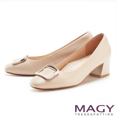 MAGY 金屬烤漆方釦真皮 女 粗中跟鞋 裸色