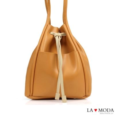 La Moda 日系極簡拉繩束口大容量肩背水桶包(淺棕)