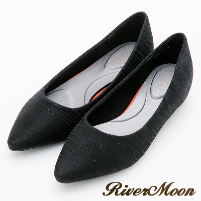 River&Moon跟鞋-舒壓彈性髮絲紋素面尖頭機能跟鞋-黑