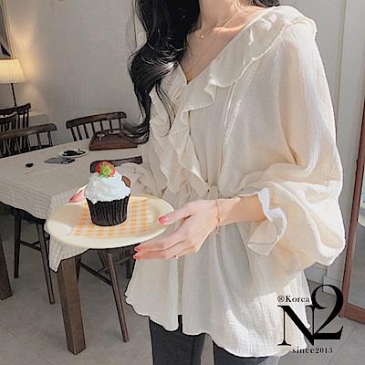 上衣 素色小V領荷葉邊抽繩造型上衣(米色)N2