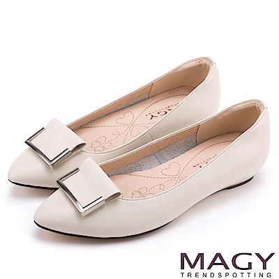MAGY OL通勤專屬 方型飾釦牛皮尖頭平底鞋-米色