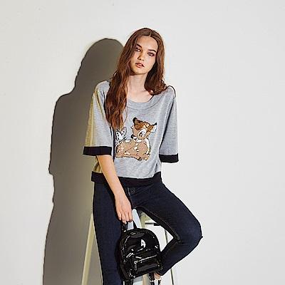 ICHE 衣哲 時尚休閒立體卡通亮片印花五分袖造型上衣-灰