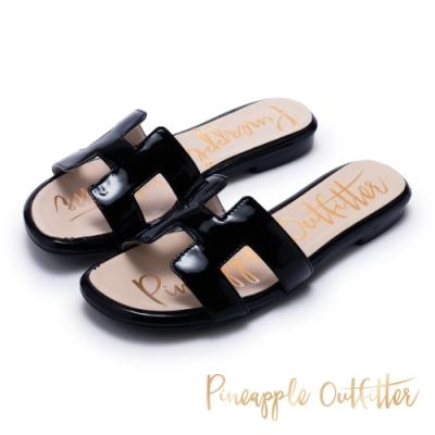 Pineapple Outfitter 奢華時尚亮面平底拖鞋-黑色