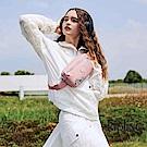 Kipling 設計師Angel Chen粉色音階刺繡方形腰包-HALIMA