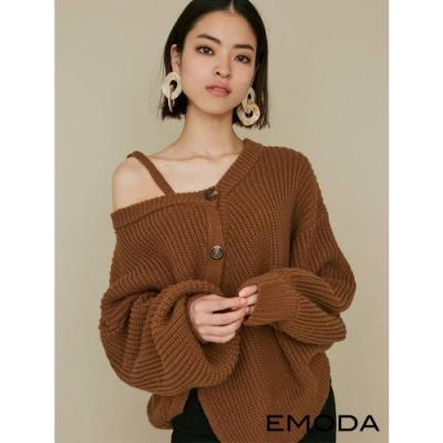 EMODA 單肩露肩斜排釦針織上衣(4色)