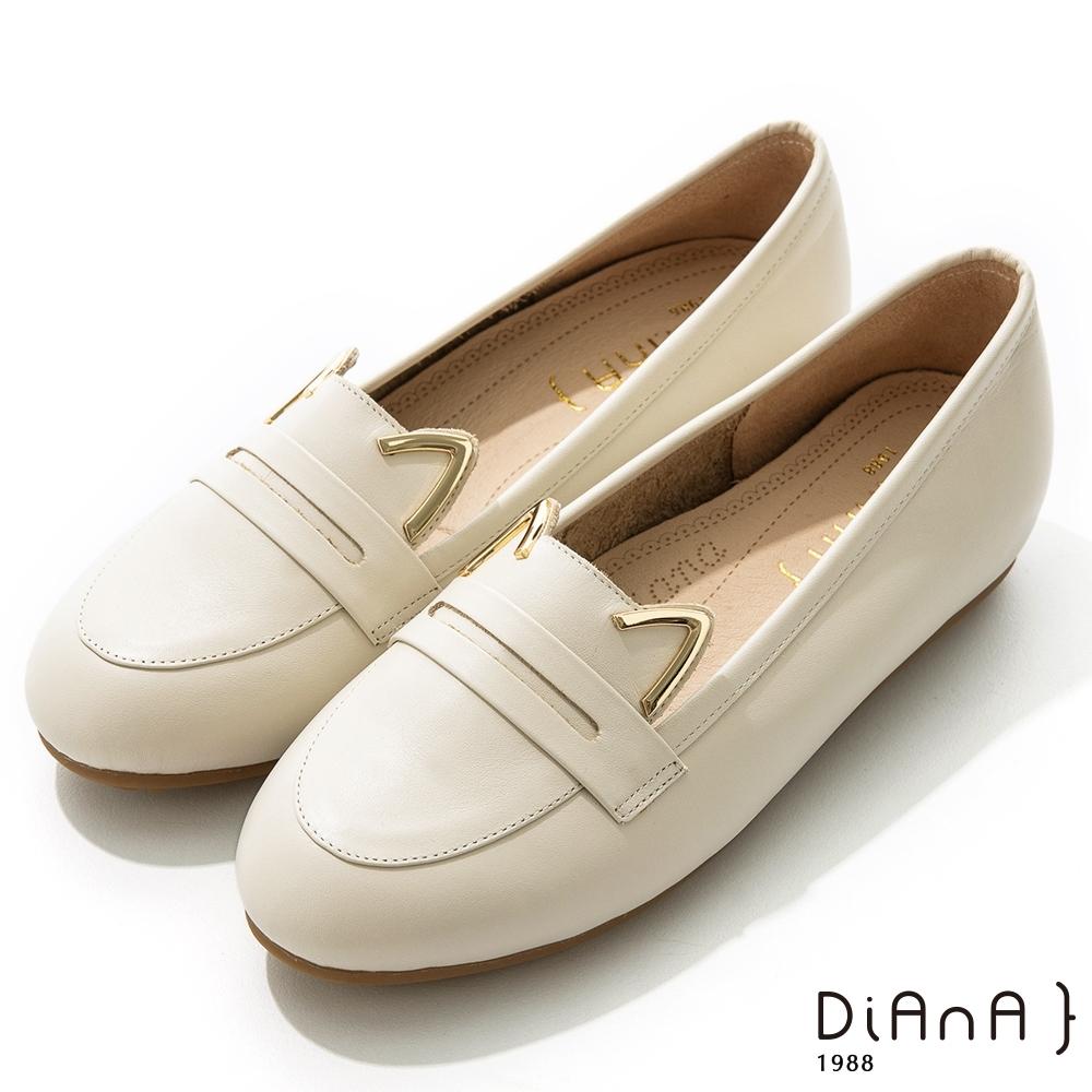 DIANA 1.5 cm軟臘牛皮金屬貓耳飾樂福便士娃娃鞋–漫步雲端焦糖美人–小白貓
