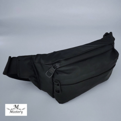 【Misstery】熱壓PU面料休閒旅遊腰包-黑