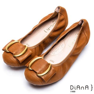 DIANA漫步雲端厚切焦糖美人款—雙C金屬釦真皮平底鞋-焦糖