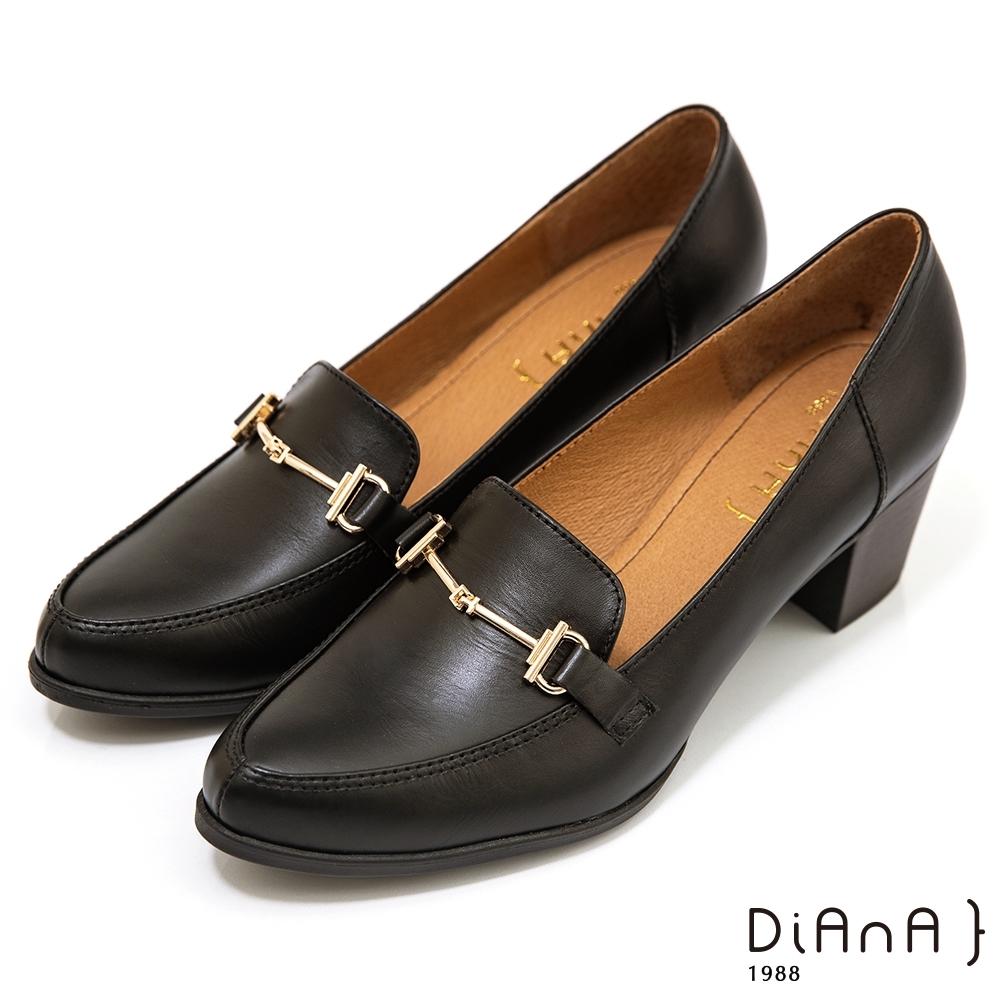 DIANA 5公分質感牛皮馬銜釦便士樂福跟鞋-漫步雲端焦糖美人款-黑