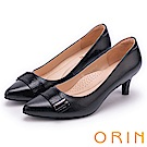 ORIN 典雅時尚女人 造型五金妝點羊皮尖頭中跟鞋-黑色