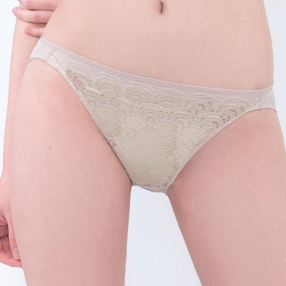 思薇爾 慕戀系列M-XL蕾絲低腰三角內褲(貝沙金)