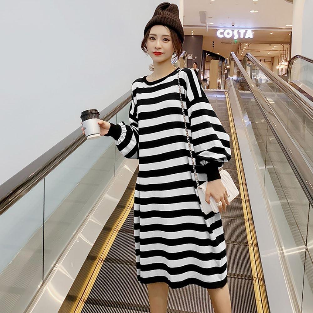 La Belleza圓領雙色橫條撞色條紋燈籠袖針織長版落肩連身洋裝 product image 1