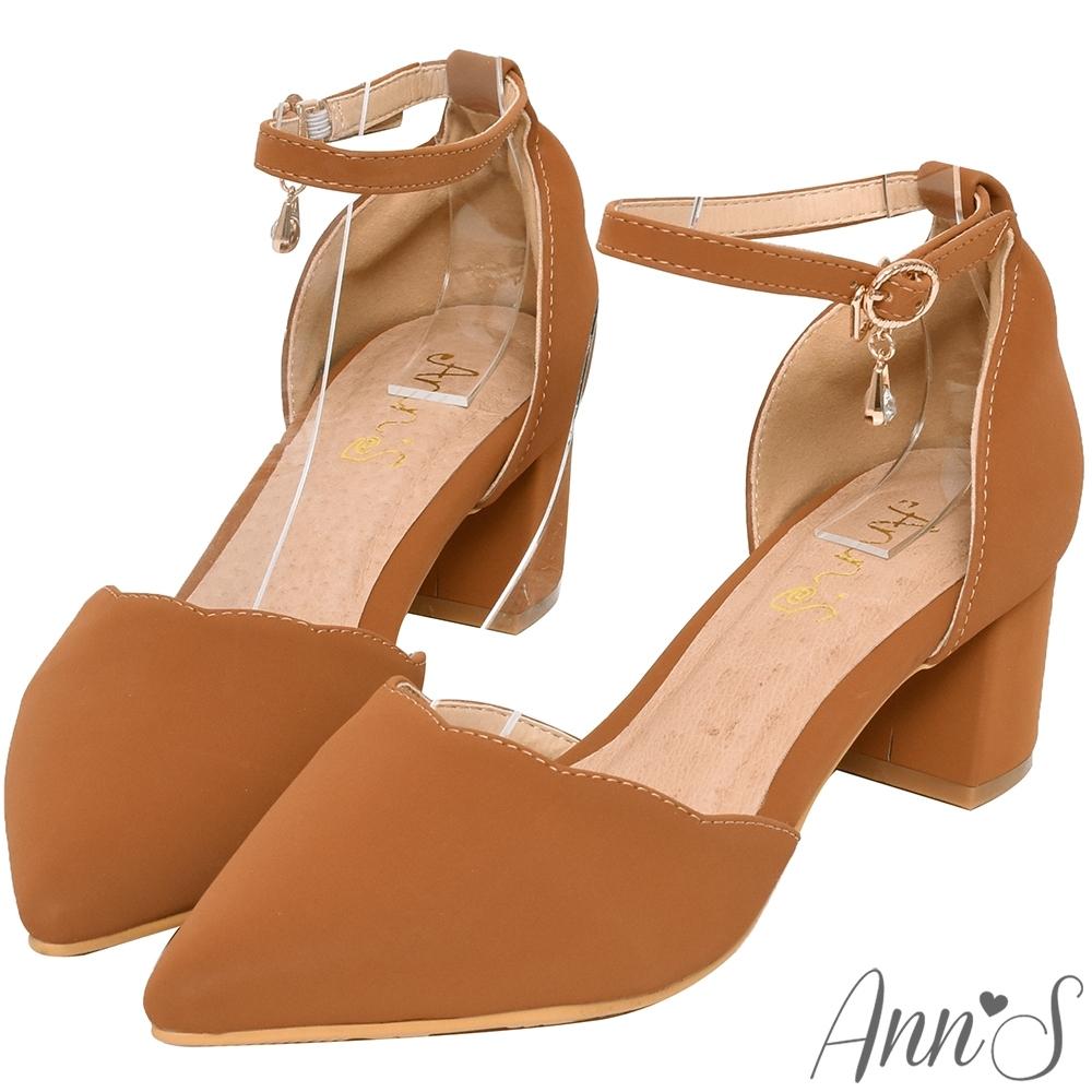 Ann'S花邊甜心-波浪剪裁閃亮單鑽吊飾繞踝粗跟尖頭鞋-棕