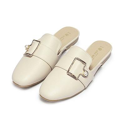 BuyGlasses 珍珠釦飾休閒穆勒鞋-杏