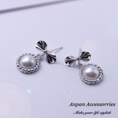 【Anpan 愛扮】韓東大門夢幻蝴蝶結珍珠925銀針耳釘式耳環-銀