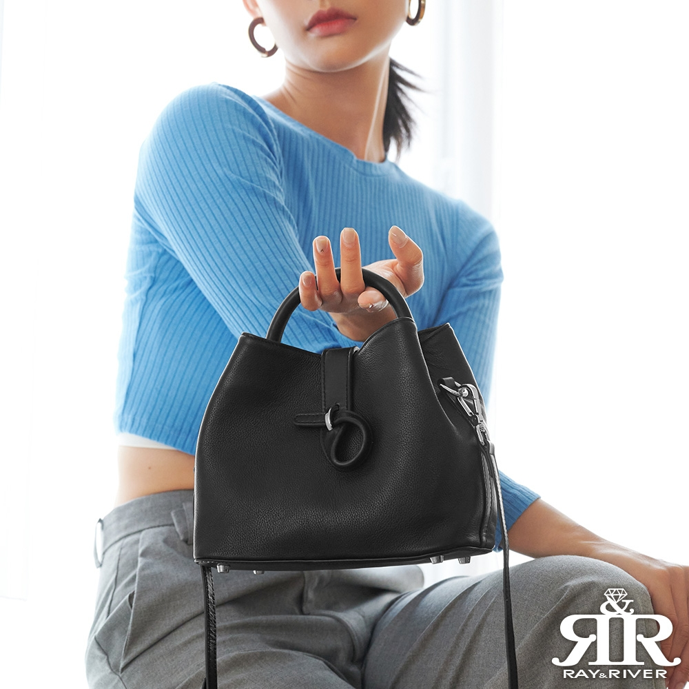 2R Style牛皮斜背風雅皮釦包 曜石純黑