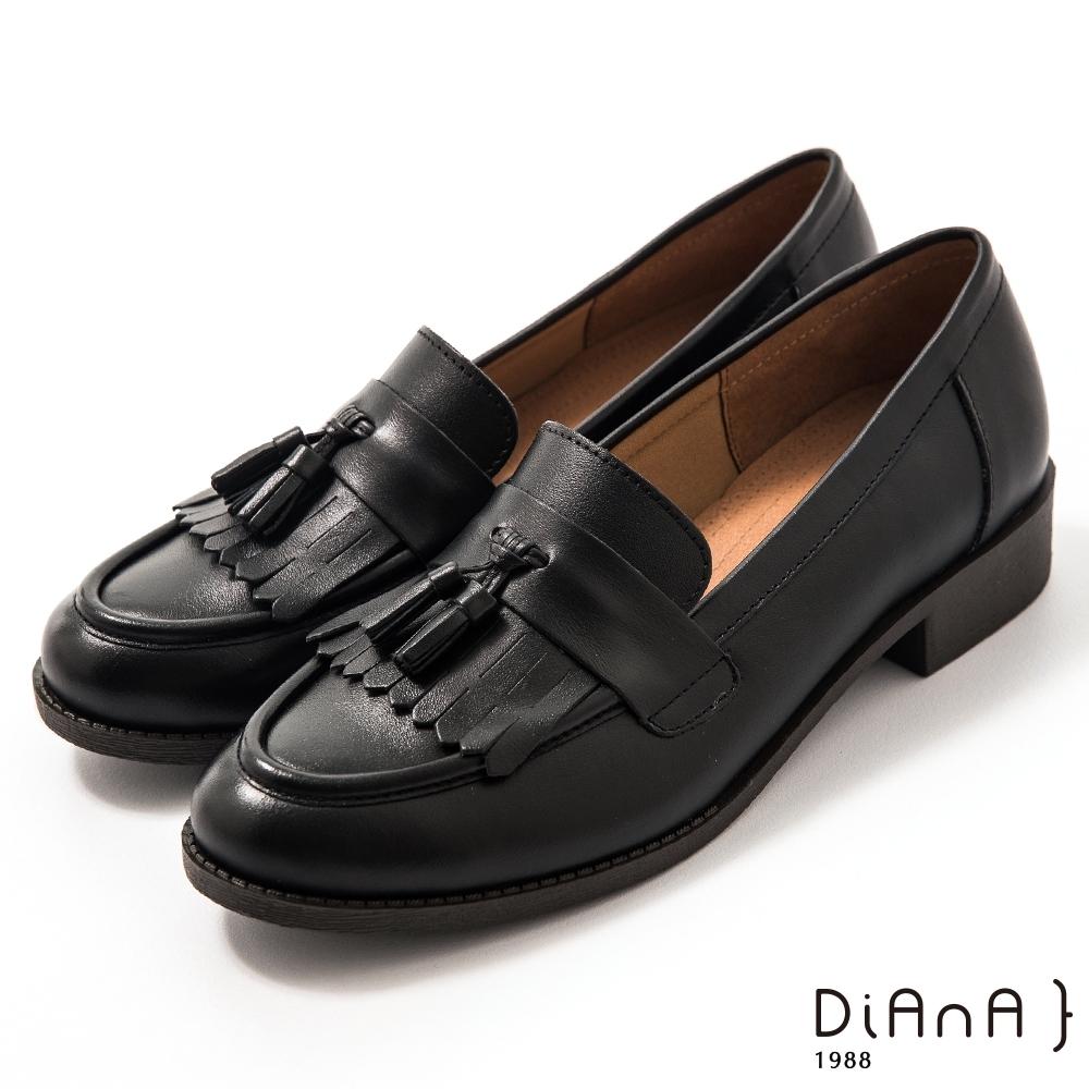 DIANA 3 cm質感牛皮擦色流蘇低跟樂福鞋-漫步雲端焦糖美人-黑