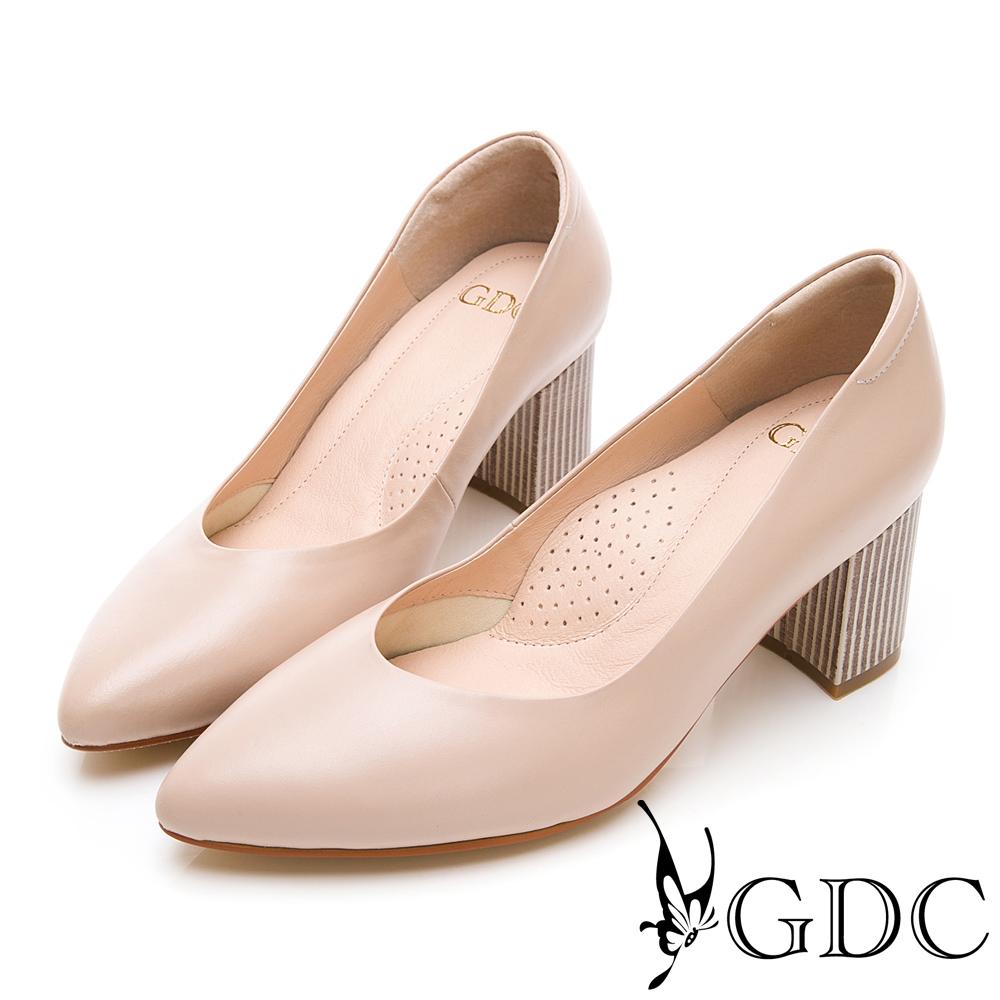 GDC-莫藍迪色系尖頭V型上班優雅素面粗跟鞋-裸色