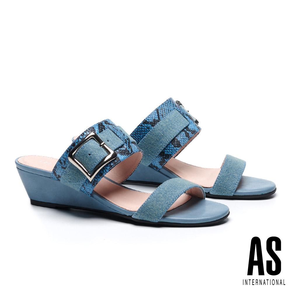 拖鞋 AS 金屬風異材質拼接牛仔楔型低跟拖鞋-藍