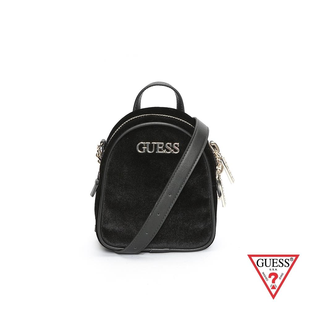 GUESS-女包-經典簡約絨毛鍊條斜背包-黑 原價2490