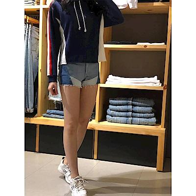 Levis 女款 501 排釦牛仔短褲 幾何拼接 褲管不收邊