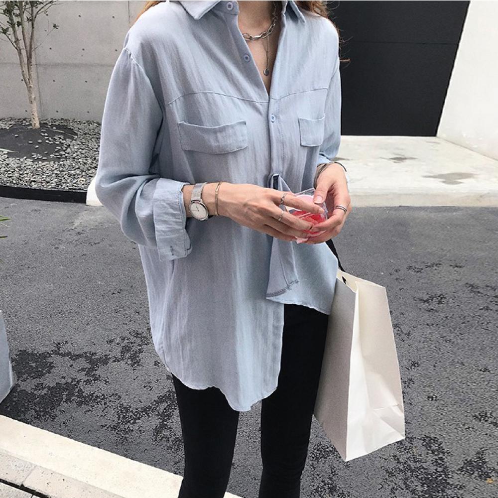 出清中大尺碼素面雙口袋前胸壓線翻領排釦長版襯衫L~4L-Ballet Dolly (藍)