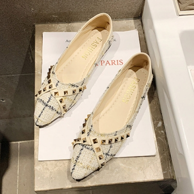 KEITH-WILL時尚鞋館 搶鮮購時尚格紋鉚釘尖頭鞋-米