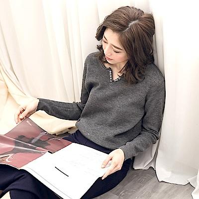 小v領排釦縮口針織上衣-OB嚴選