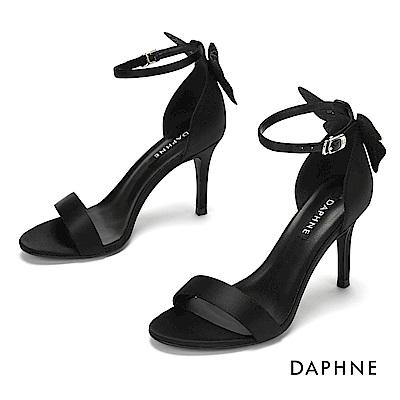 達芙妮DAPHNE 涼鞋-質感鍛面立體蝴蝶結一字帶高跟涼鞋-黑色