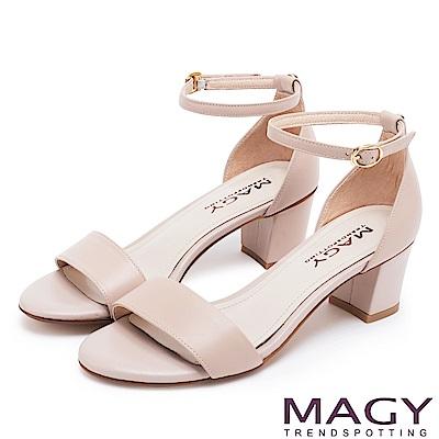 MAGY 摩登時尚 牛皮一字繫踝繞帶後包粗跟涼鞋-粉裸