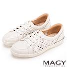 MAGY 樂活休閒 真皮星星穿孔綁帶休閒鞋-白色