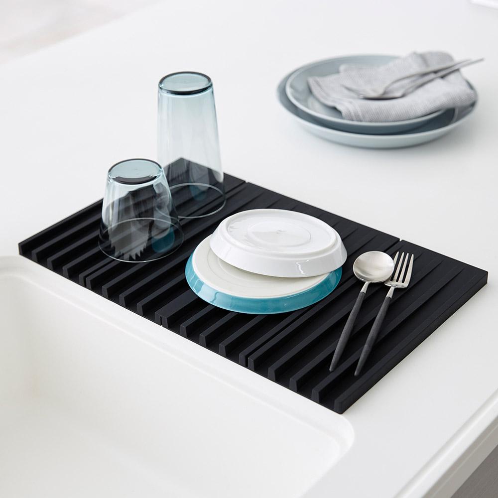 日本 YAMAZAKI-tower斷水流折疊式瀝水盤(黑)★廚房用品/瀝水盤/隔熱墊