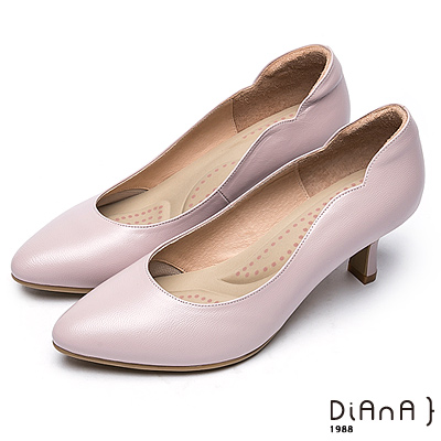 DIANA 漫步雲端超厚切輕盈美人款--珠光真皮側曲線尖頭跟鞋-粉
