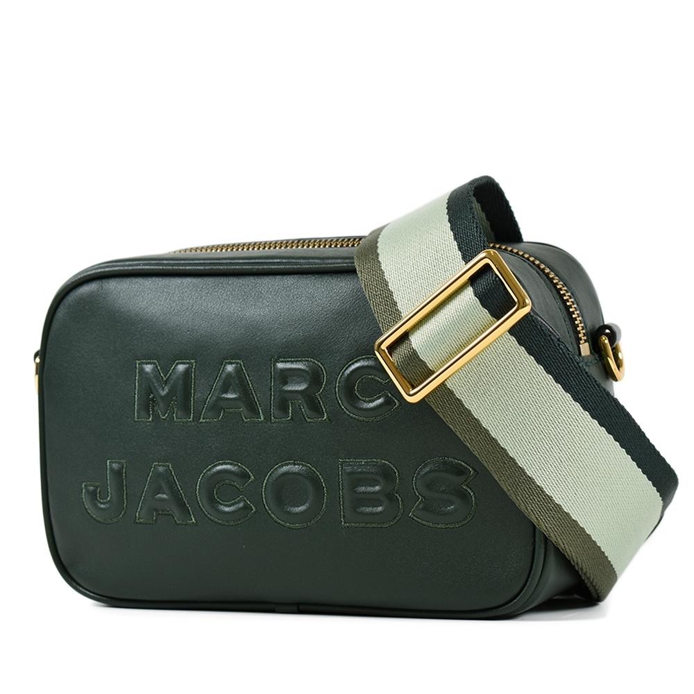 MARC JACOBS 浮雕LOGO牛皮拉鍊寬背帶相機包-墨綠