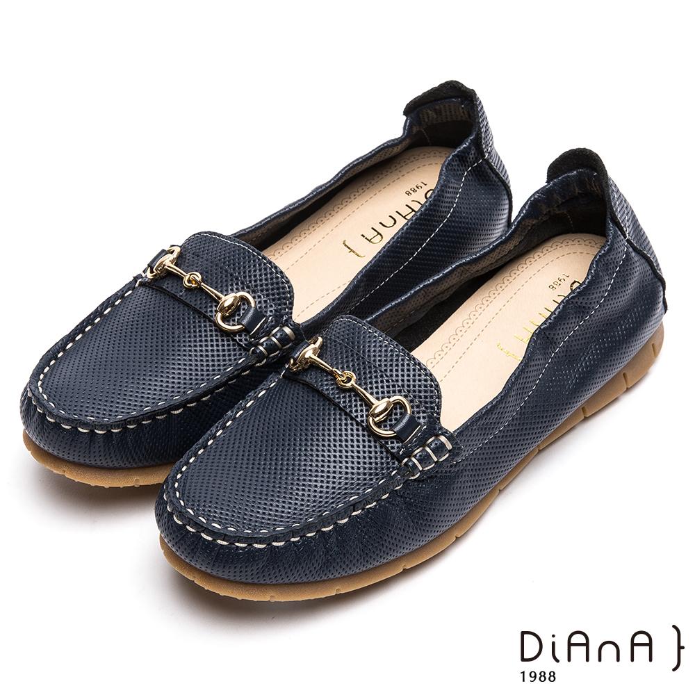 DIANA壓紋馬銜釦休閒鞋-漫步雲端焦糖美人-深藍