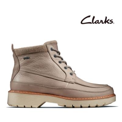 Clarks 科履行蹤 率性保暖防水綁帶中筒女靴 沙色