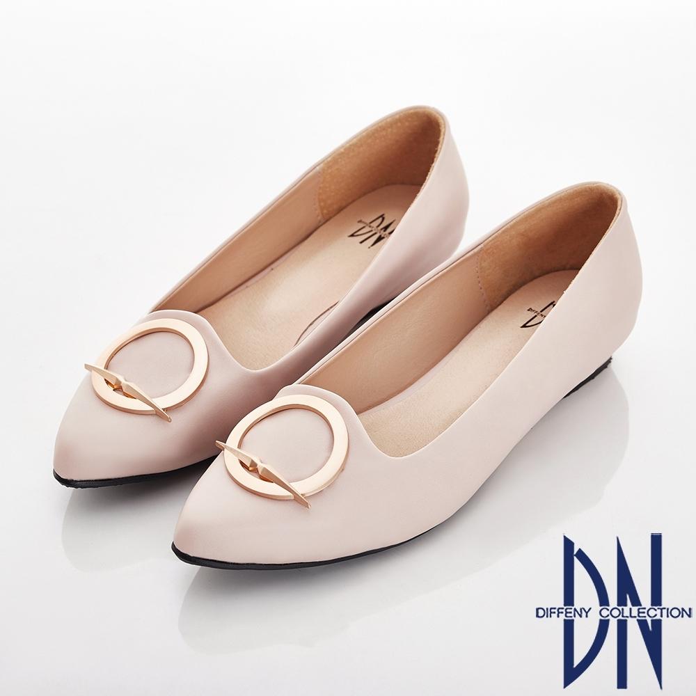 DN 細緻典雅 特殊圓形飾釦尖頭包鞋-米