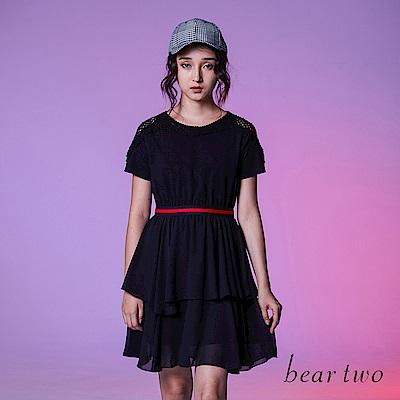 beartwo 時尚鏤空蕾絲雕花拼接多層次洋裝(黑色)