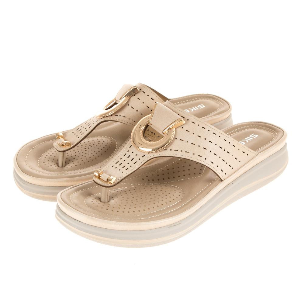 JMS-自在夏氛金屬釦飾Q軟夾腳涼拖鞋-杏色