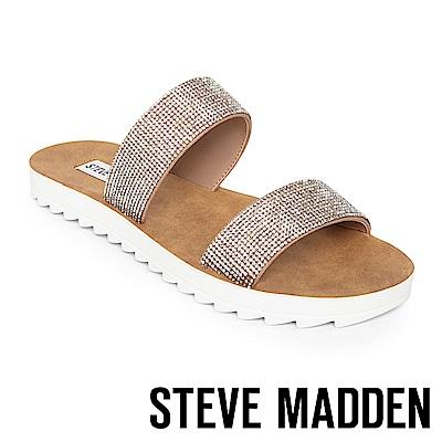 STEVE MADDEN-SUMMER 質感涼爽寬版平底拖鞋-銀色