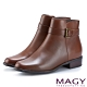 MAGY 紐約時尚步調 皮帶釦環牛皮粗跟短靴-棕色 product thumbnail 1