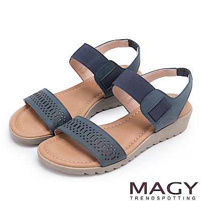 MAGY 休閒渡假風 寬版幾何簍空牛皮厚底涼鞋-藍色
